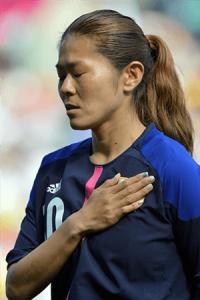 試合前、国歌斉唱をする澤穂希選手